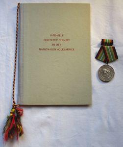 DDR Medaille NVA für treue Dienste Silber Urkunde Minister Hoffmann 1963(125946)
