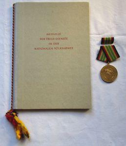 DDR Medaille NVA für treue Dienste Gold + Urkunde Minister Hoffmann 1967(126330)