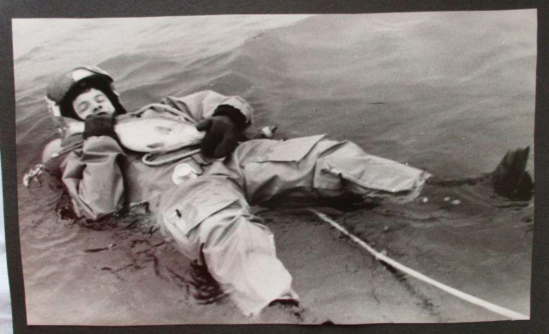 Sehr seltenes DDR Fotoalbum NVA mit 142 Fotos und Postkarten (105118)