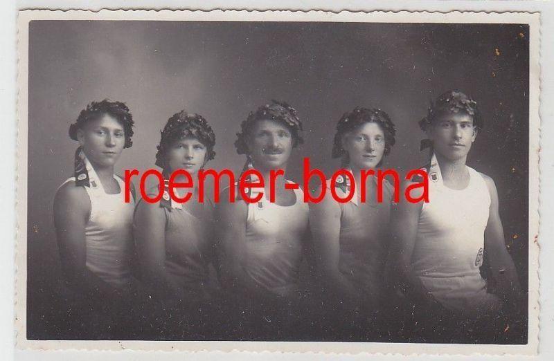 32905 Foto Turner aus Weida mit Siegerkränzen zum Turnfest Stuttgart 1933