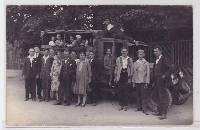 92202 Foto Ak LKW mit Ausflugsgruppe um 1920 0