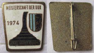 Abzeichen Deutsche Meisterschaft Eisstockschießen Karl Marx Stadt 1974 (103451)