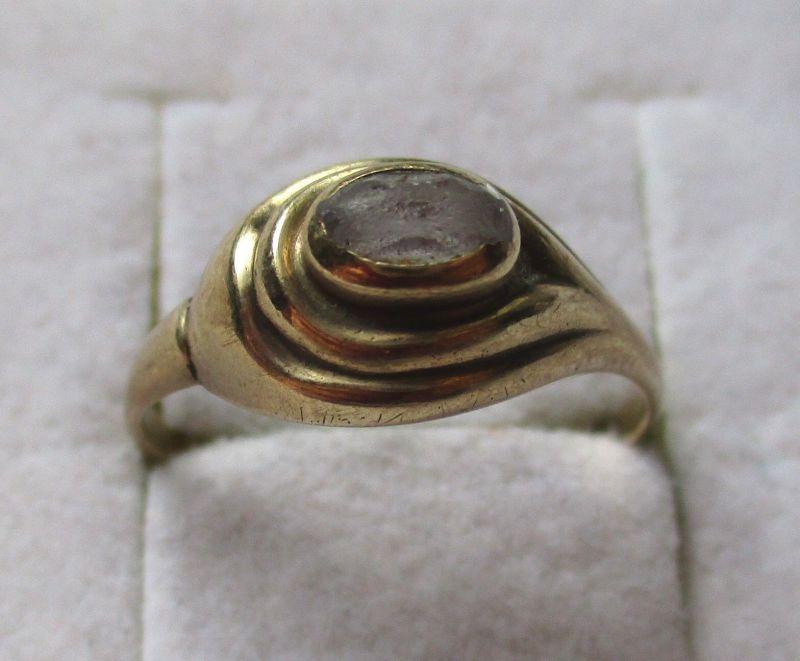 Eleganter 333er Gold Ring Damenring mit weißem Schmuckstein (100878)