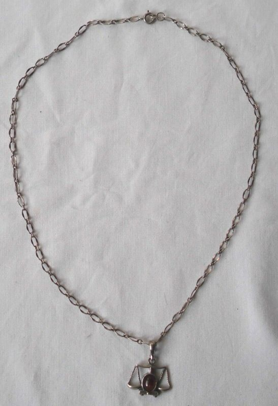 Reizende Kette aus 835er Silber mit Anhänger + Schmuckstein 925 Silber (114982)
