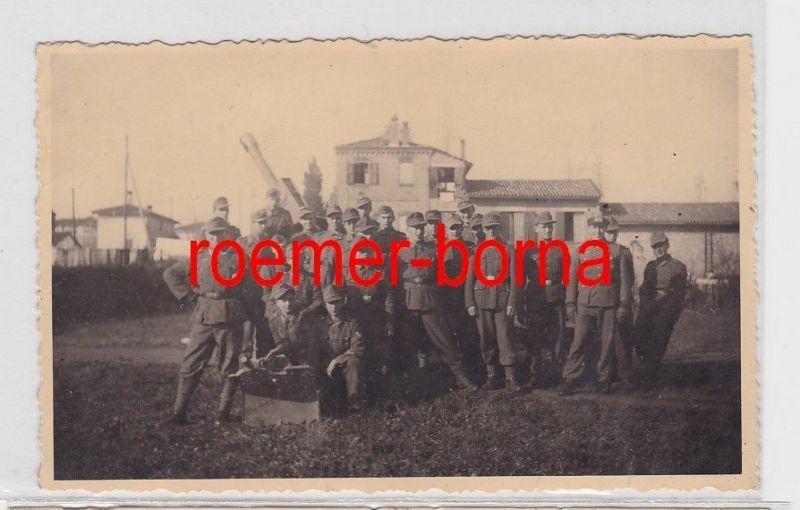 75523 Foto Ak Soldaten vor Flak Geschütz im 2.Weltkrieg