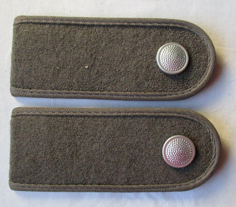 Graue Schulterstücke Soldat Felddienst NVA DDR (107769)