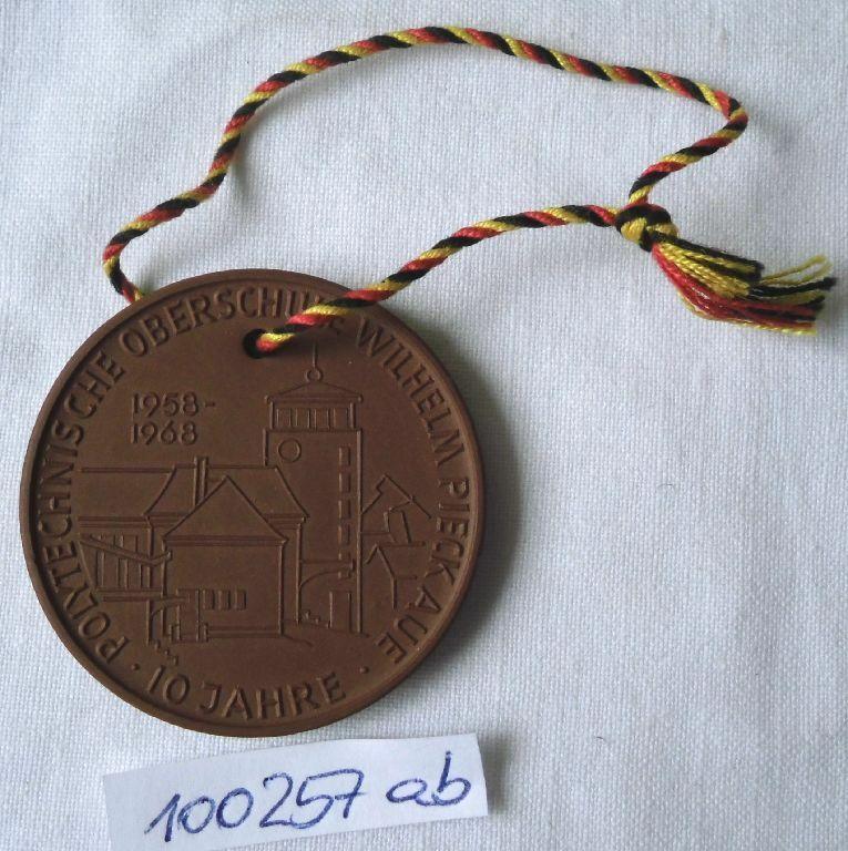 DDR Porzellan Medaille POS Wilhelm Pieck Aue 1958-1968 (100257)