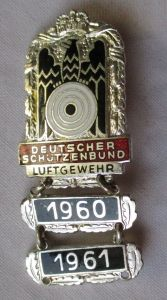 Abzeichen Deutscher Schützenbund Luftgewehr mit 2 Jahresplaketten (104827)