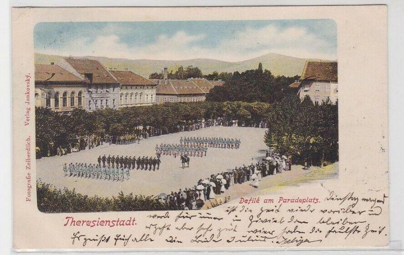 89177 AK Theresienstadt - Defilé am Paradeplatz 1904