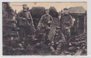 16393 Foto AK vier Soldaten in zerbombter Stadt mit  Gasmasken Weltkrieg