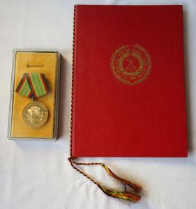 DDR Medaille NVA für treue Dienste Gold + Urkunde Minister Hoffmann 1975(116022)