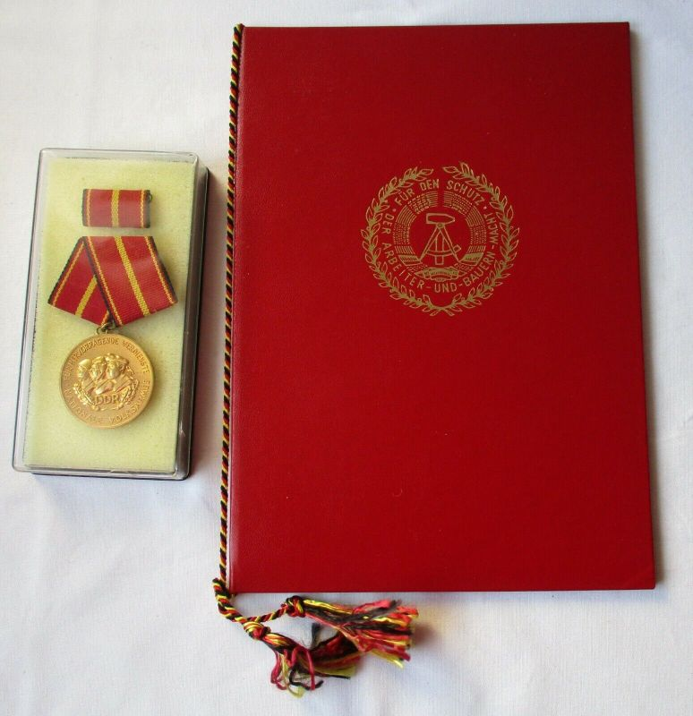 DDR Verdienstmedaille der NVA Nationale Volksarmee Gold + Urkunde 1983 (117922)