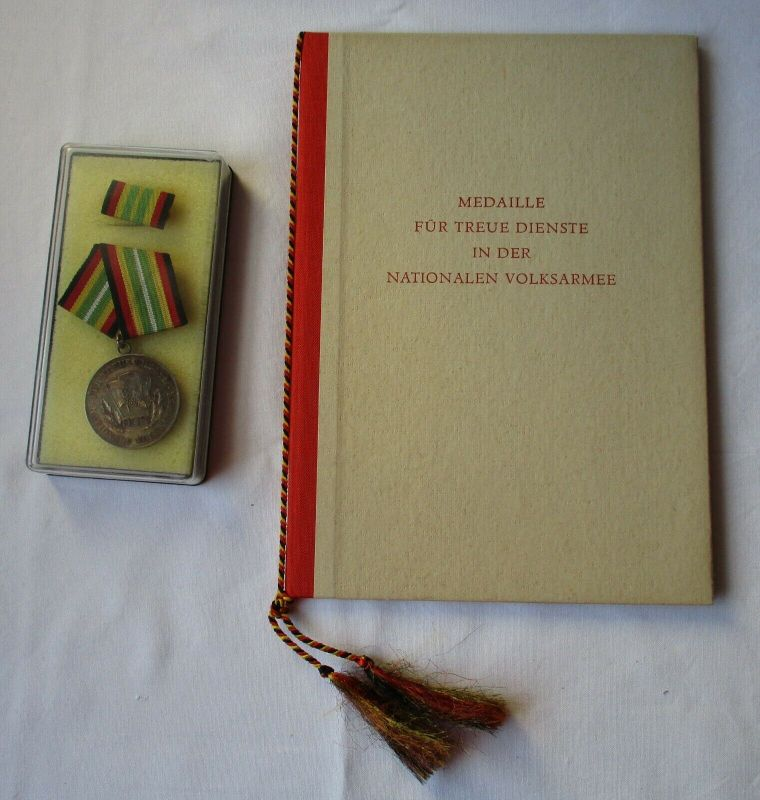 DDR Medaille NVA für treue Dienste Silber Urkunde Minister Hoffmann 1970(118071)