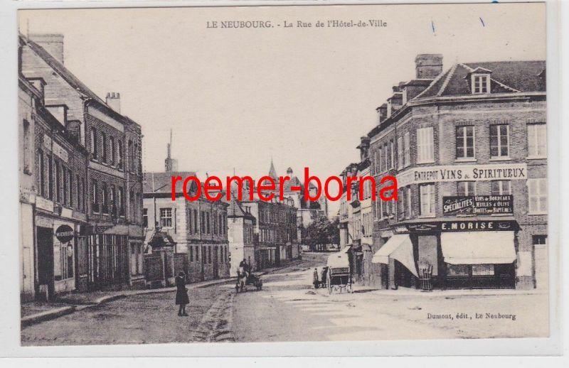85106 Ak Le Neubourg la Rue de l´Hotel de Ville um 1910