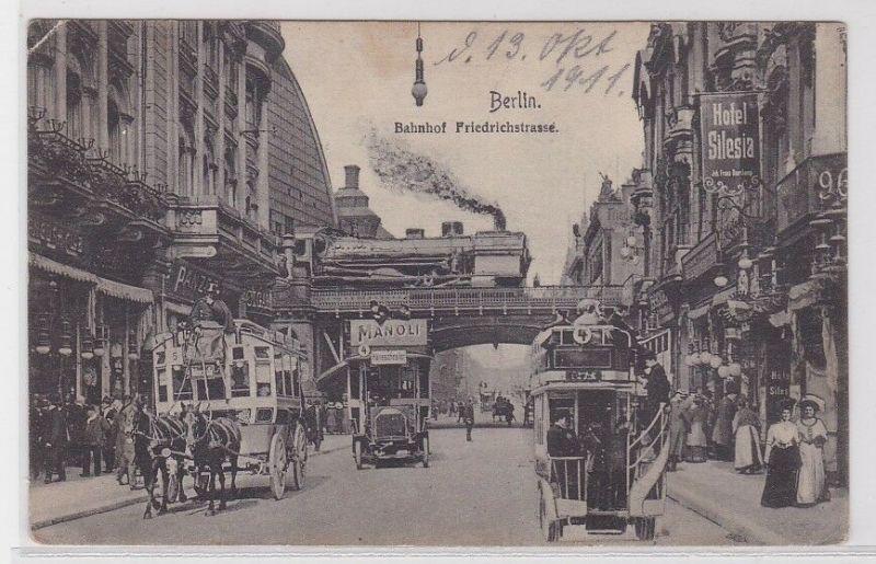 90608 AK Berlin - Bahnhof Friedrichstrasse, Straßenansicht mit Automobilen