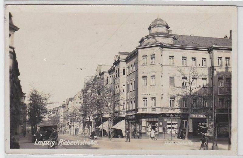 90194 Foto Ak Leipzig Riebeckstrasse mit Geschäften 1937