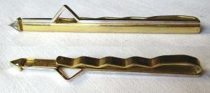 Alte elegante Krawattennadel aus 333er Gold mit kleinem Zierstein (124131)