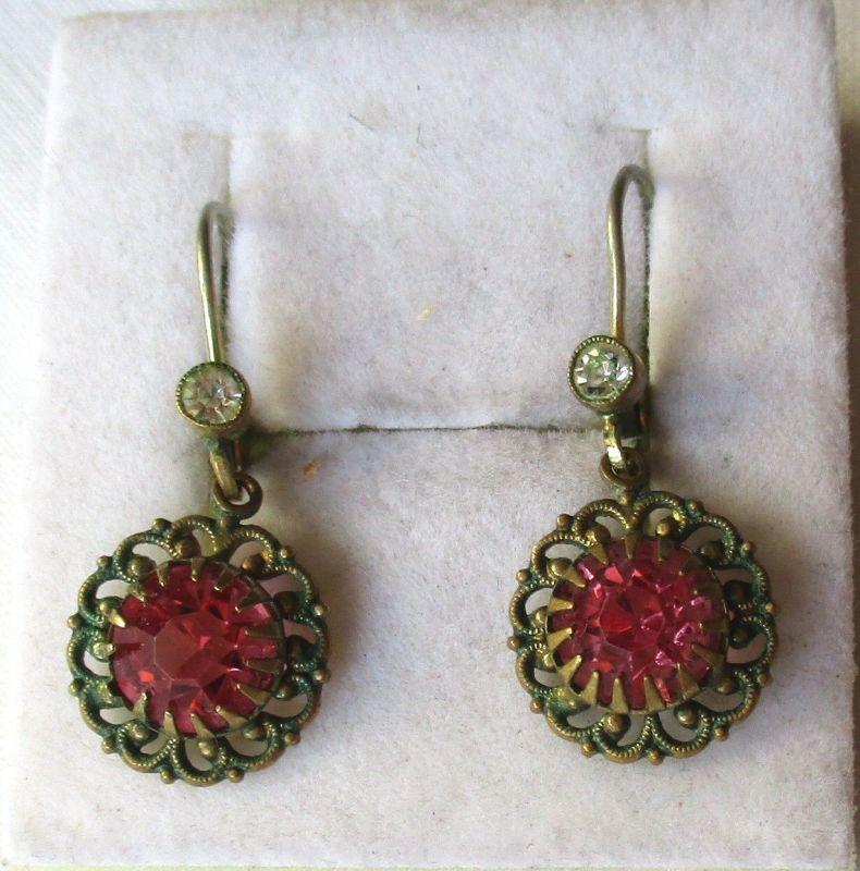Eleganter Modeschmuck Ohrringe m. kleinem weißem und großem rotem Stein (124155)
