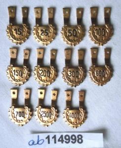 11 x DDR Sprungzahlenanhänger für Fallschirmsprungabzeichen der NVA (114998)