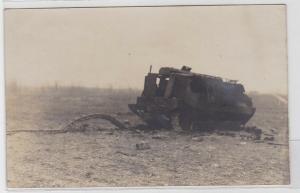 67333 Foto AK zerstörtes / ausgebranntes Kettenfahrzeug Weltkrieg