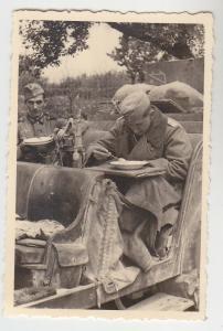 69763 Original Foto Deutsche Soldaten essen im Jeep im 2.Weltkrieg