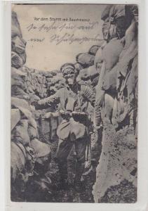 90953 Feldpost Ak Landser vor dem Sturm mit Rauchmaske im Schützengraben