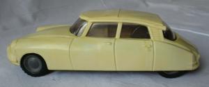 DDR Modellauto Spielzeug Schwungrad Firma Foreign Bakelit (129517)