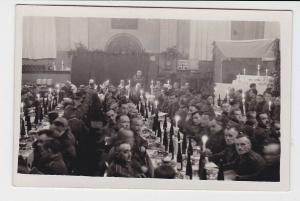 90873 Foto AK Soldaten Feierlichkeiten Festmahl Wehrmacht 2. Weltkrieg