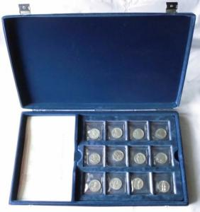Sammlung mit 24 seltenen DDR Medaillen im Etui (110304)