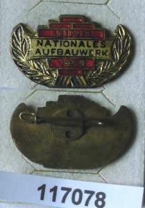 Emailliertes DDR Aufbaunadel Leipzig Gold 1958 (117078)