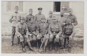 93400 Foto AK K. u. K. Soldaten mit Orden und Säbeln 1. Weltkrieg