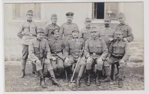 93402 Foto AK K. u. K. Soldaten mit Orden und Säbeln 1. Weltkrieg