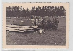 89126 Foto deutscher Flieger bei Bauchlandung 2.Weltkrieg