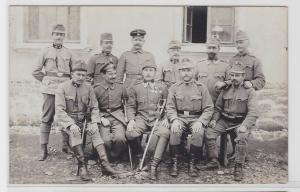 93403 Foto AK K. u. K. Soldaten mit Orden und Säbeln 1. Weltkrieg