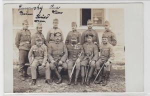93404 Foto AK K. u. K. Soldaten mit Orden und Säbeln 1. Weltkrieg