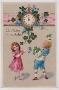 88964 Neujahrs Ak 2 Kinder mit goldener Uhr mit Kleeblättern 1918