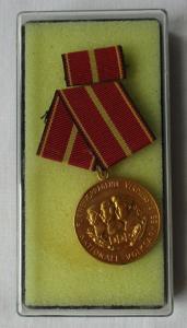 DDR Verdienstmedaille der NVA Nationale Volksarmee Gold Bartel 145 e (102654)