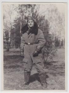 93246 Foto Flieger Pilot mit Jacke, Pelzkragen, Brille 2. Weltkrieg