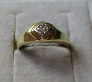 Attraktiver 585er Gold Damen Ring mit weißem Schmuckstein (117839)