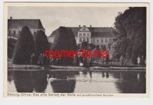 84570 Ak Danzig Oliva das alte Schloß der Äbte mit prachtvollem Garten um 1940