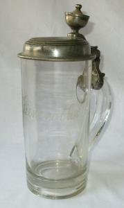 Glaskrug mit Zinndeckel Widmung H.C.F. 1852 für E. Siemroth (125439)