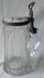 Glaskrug mit Porzellandeckel Prämie im Königschießen Glauchau 1871 (110186)
