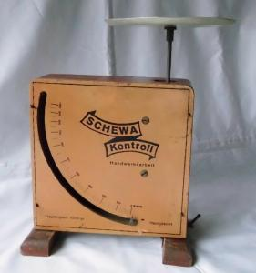Alte große Küchenwaage Holz Schewa Kontroll Handwerksarbeit um 1930 (116641)