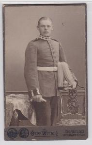 47393 Original Kabinett Foto Soldat Berlin mit Garde Paradehelm um 1915