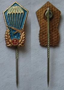 DDR Fallschirmsprungabzeichen der NVA Miniaturnadel Bartel 787b (115740)