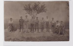 92208 Foto Ak Arbeiter bei Strassenbauarbeiten um 1920