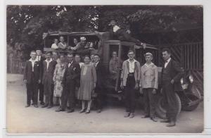 92202 Foto Ak LKW mit Ausflugsgruppe um 1920