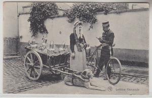 71368 Feldpost Ak Latiere Flamande Hundefuhrwerk in Belgien 1915