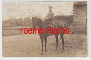 70437 Feldpost Foto Ak Goldap Husar zu Pferd 1914