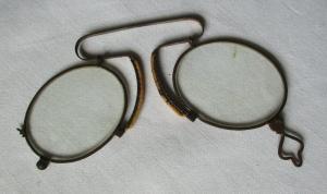 Antiker Kneifer / Zwicker Nasenbrille Klemm-Federbügel um 1900 (101227)